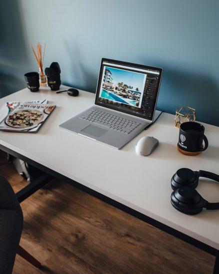 Overal kunnen werken, bureau met laptop